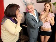 Sesso a tre con il nonno e la nonna