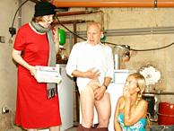 Nipote e nonna fottute dal nonno arrapato